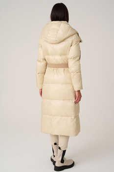 Брендовая куртка прямого кроя на пуху с нашивками