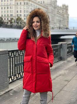 Брендовая куртка с накладными карманами красного цвета